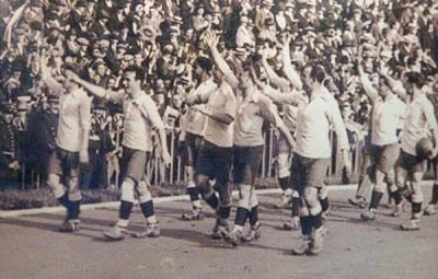 Selección de Uruguay en 1924 tras coronarse campeones en los Juegos Olímpico. Foto: blogspot.com.