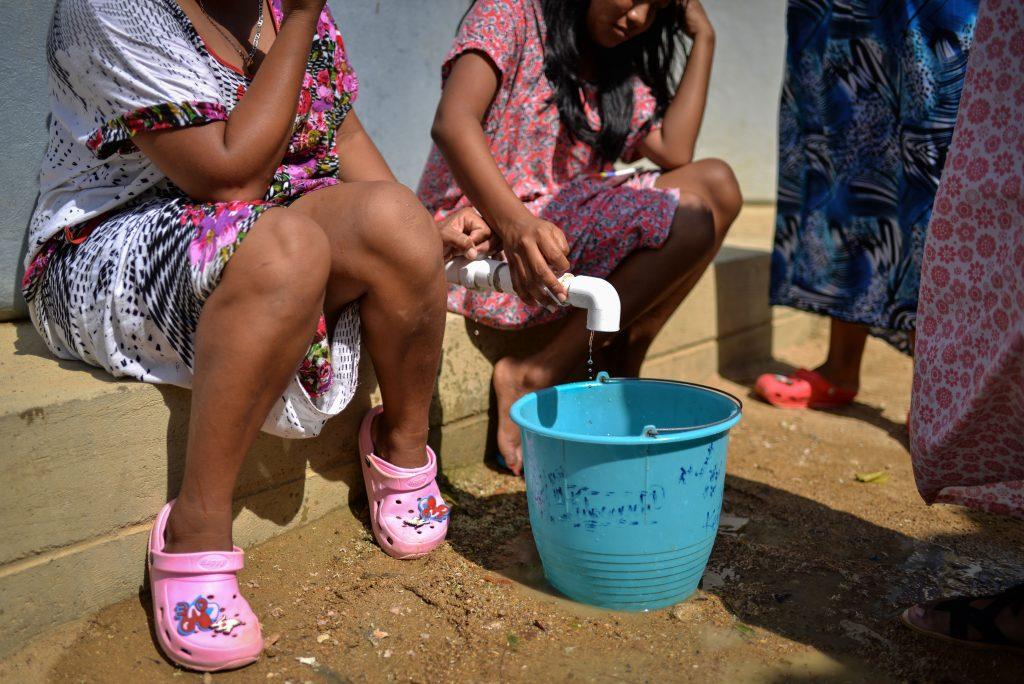 La escasez de agua afecta a la población de La Guajira, especialmente a niños. En ese departamento, Postobón repartió su bebida experimental KUFU. Imagen tomada en abril de 2018. Crédito: Luis Ángel/DeJusticiaCrédito: Luis Ángel/DeJusticia