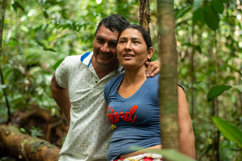 Olmes Rodríguez y María Gaitán, líderes campesinos del corregimiento El Capricho de San José del Guaviare, participan de un proyecto de forestería comunitaria para conservar la selva amazónica. Foto: La Liga Contra el Silencio.